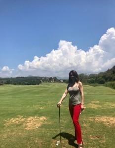 Алина Делисс увлеклась гольфом во время отдыха Греции