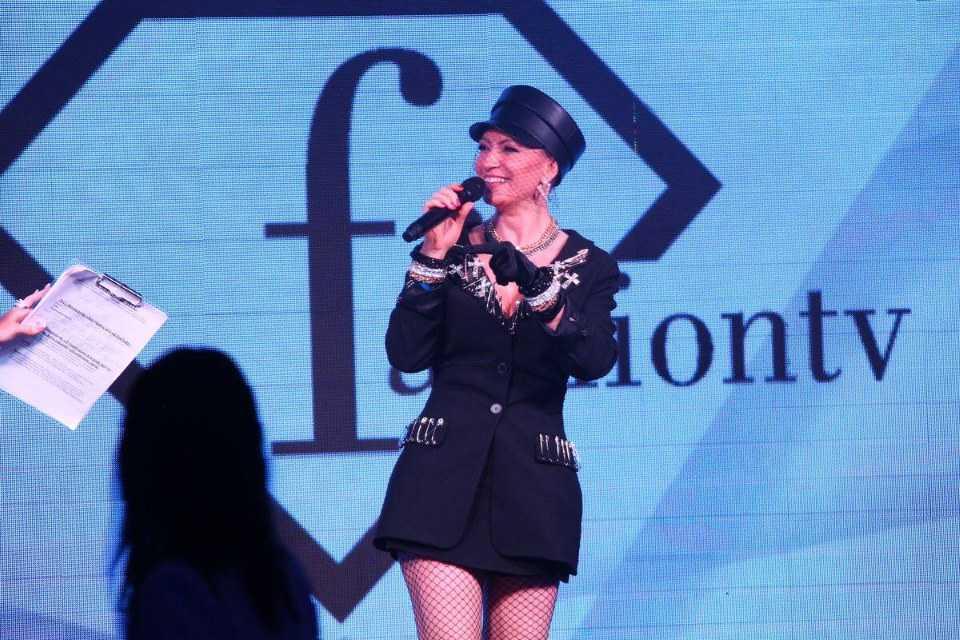 Алина Делисс представила свой новый сингл на церемонии Fashion Summer Awards 2020